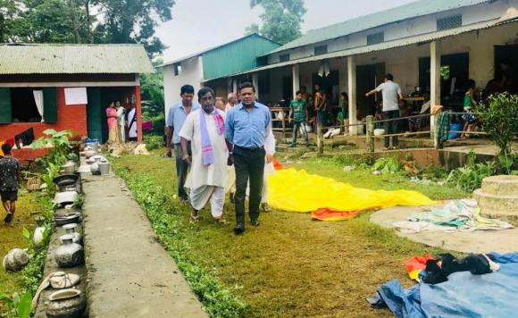 Addl Chief Secy, Rev & DM Deptt visiting Relief Camp